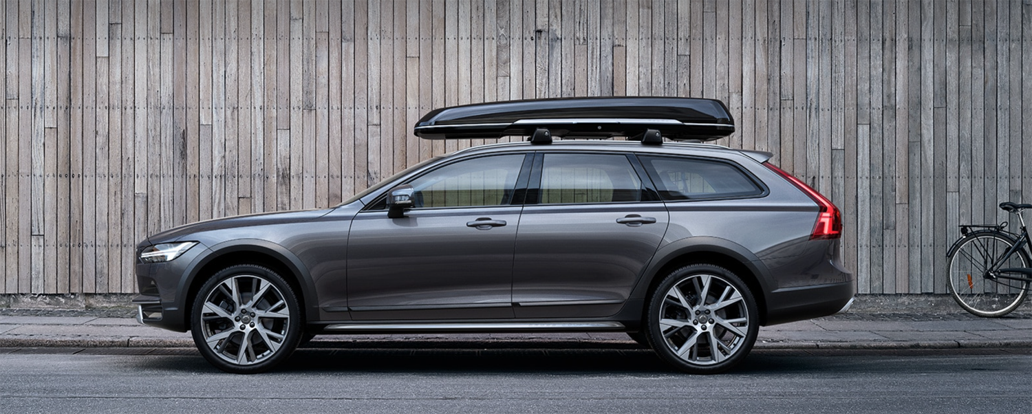 The Volvo V90 Cross Country Brings Stunning Appeal To The Wagon Style With A Variety Of Package Options To Choose From Volvo V90 Voiture Cross Country