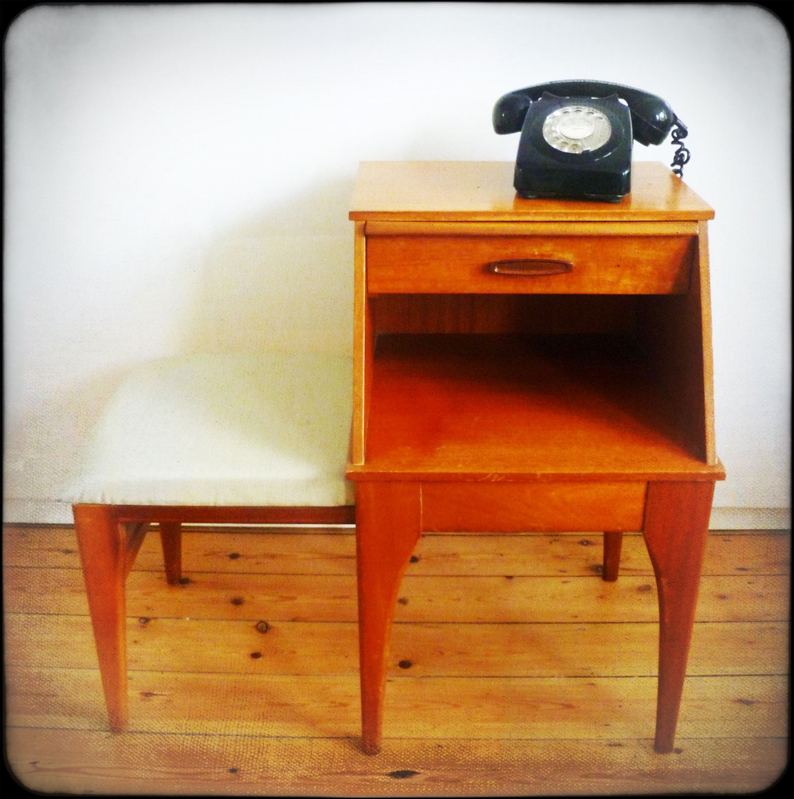 chippy telephone seat
