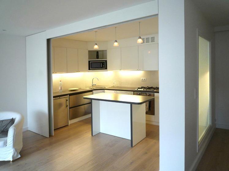 Image cuisine semi ouverte avec porte coulissante olivier - Fermer un meuble ouvert ...