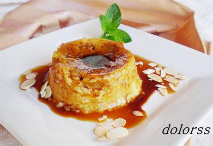Flan de manzana con bizcochos y almendra  - Platofacil.com