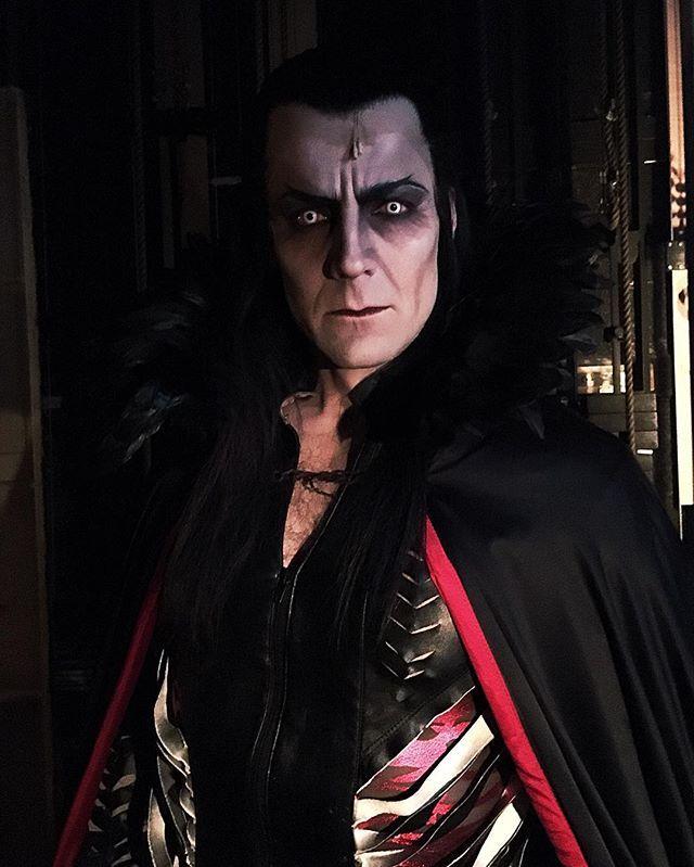 Mikä Peacockin pimeydessä odottaa... #vampyyrientanssi #hktfi #helsinginkaupunginteatteri #kulisseissa