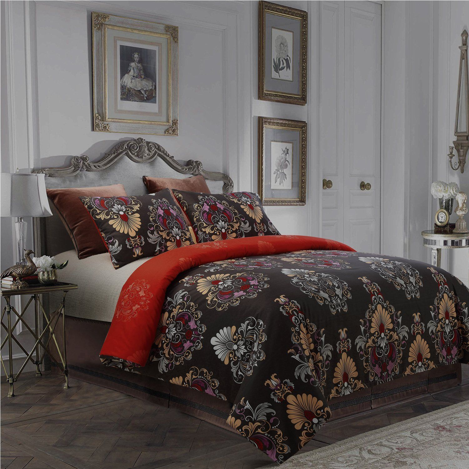 PRODUCT FEATURES The duvet cover and matching pillow sham