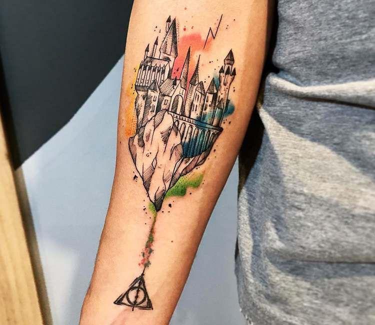 Hogwarts Tattoo By Gustavo Takazone Hogwarts Tattoo Harry