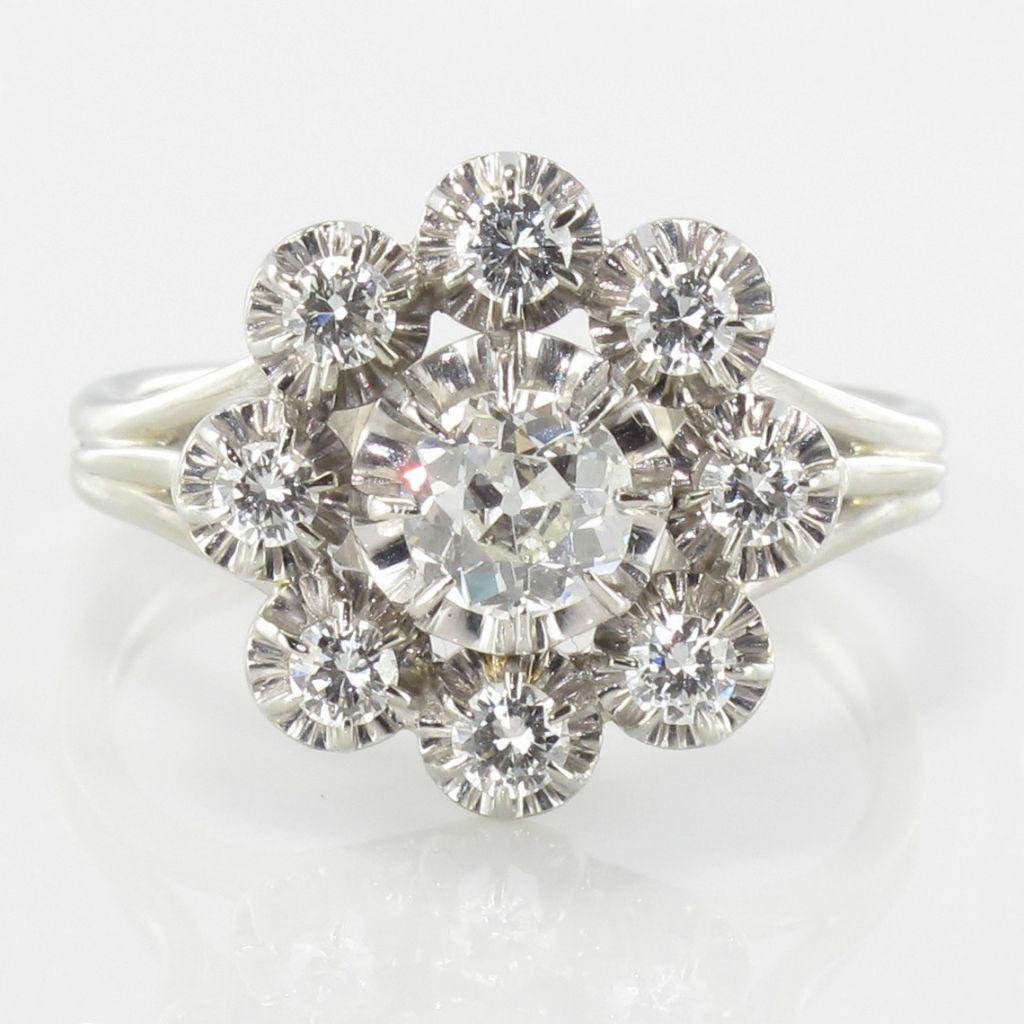 Très Bague ancienne marguerite diamants. Une bague ancienne diamant  WP61