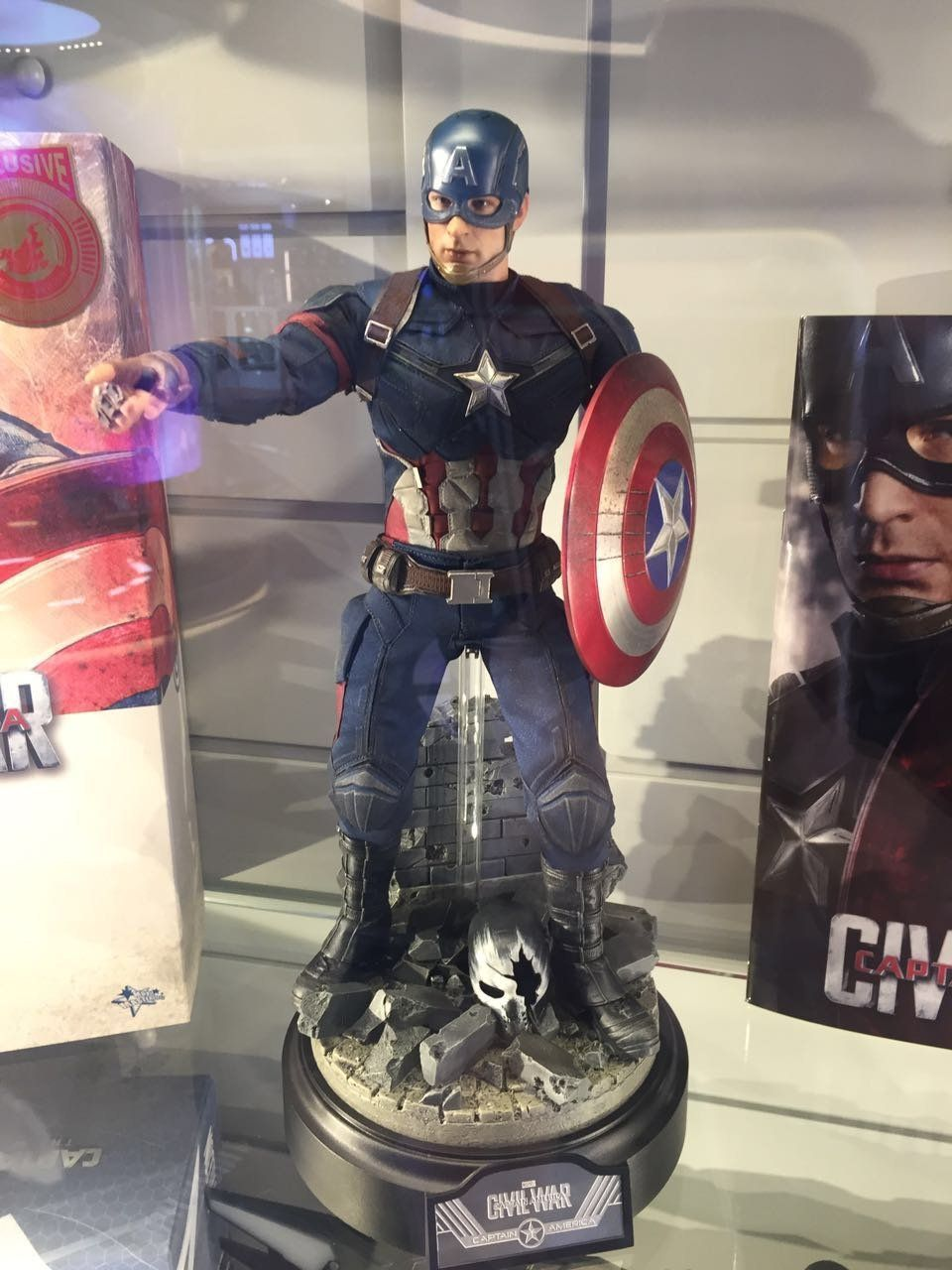 New toys images  Amazon Hot Toys  Captain America  Civil War Battling