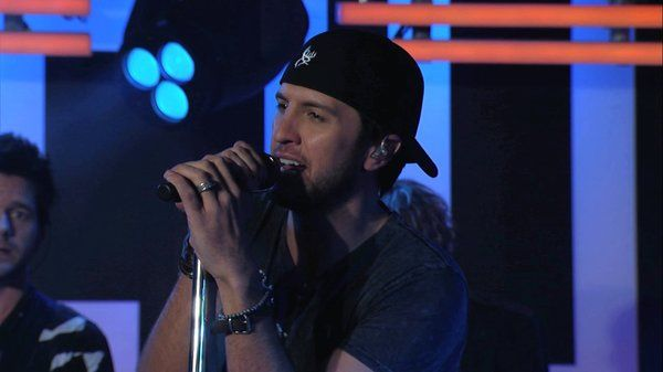 """Luke Bryan Perf. """"I Don't Want This Night to End"""""""