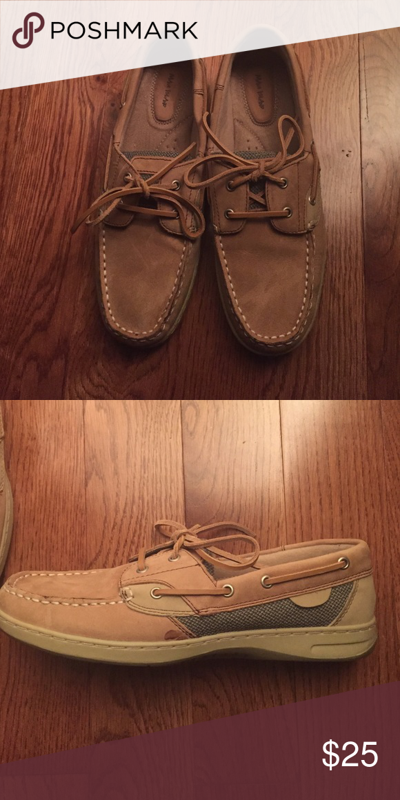 Women's boat shoes Women's tan boat shoes never worn except to try on! Size 9 Maui Jim Shoes Flats & Loafers