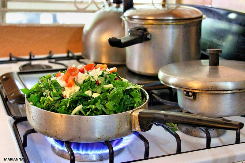 how to make jamaican callaloo with or without saltfish