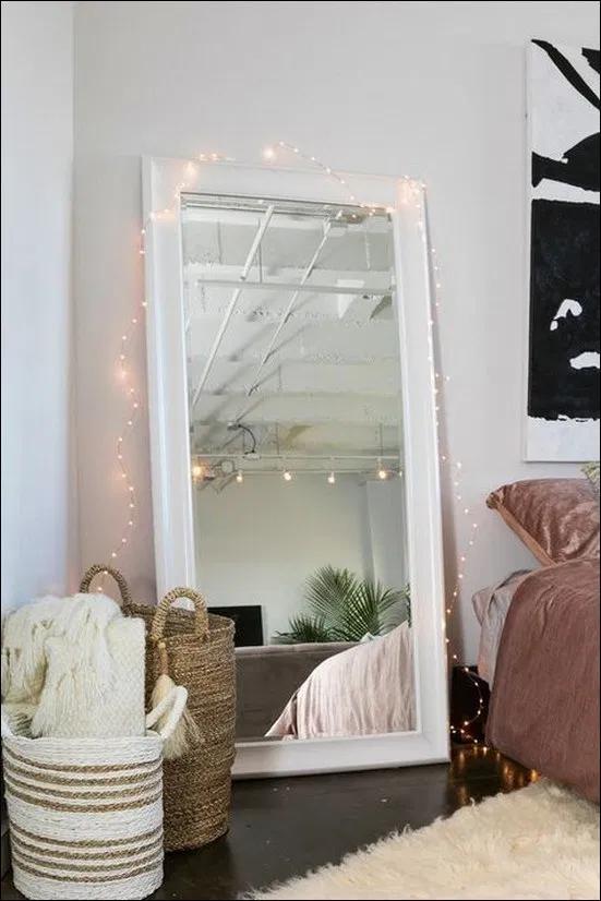 25 Fabulous Mirror With Lights Ideas For Amour Makeup Room 19 Newsmartdesign Com Mirrorlighting Make Room Ideas Bedroom Wall Decor Bedroom Bedroom Decor