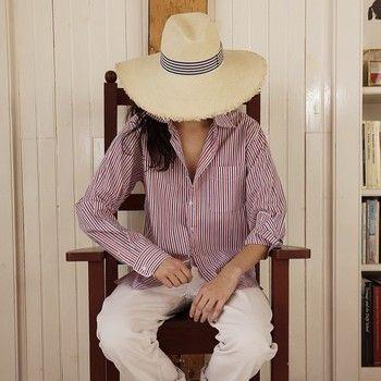 外にそのまま着ていきたいストライプ。 こんな風にパンツやハットに合わせてもサラッと着こなせます。