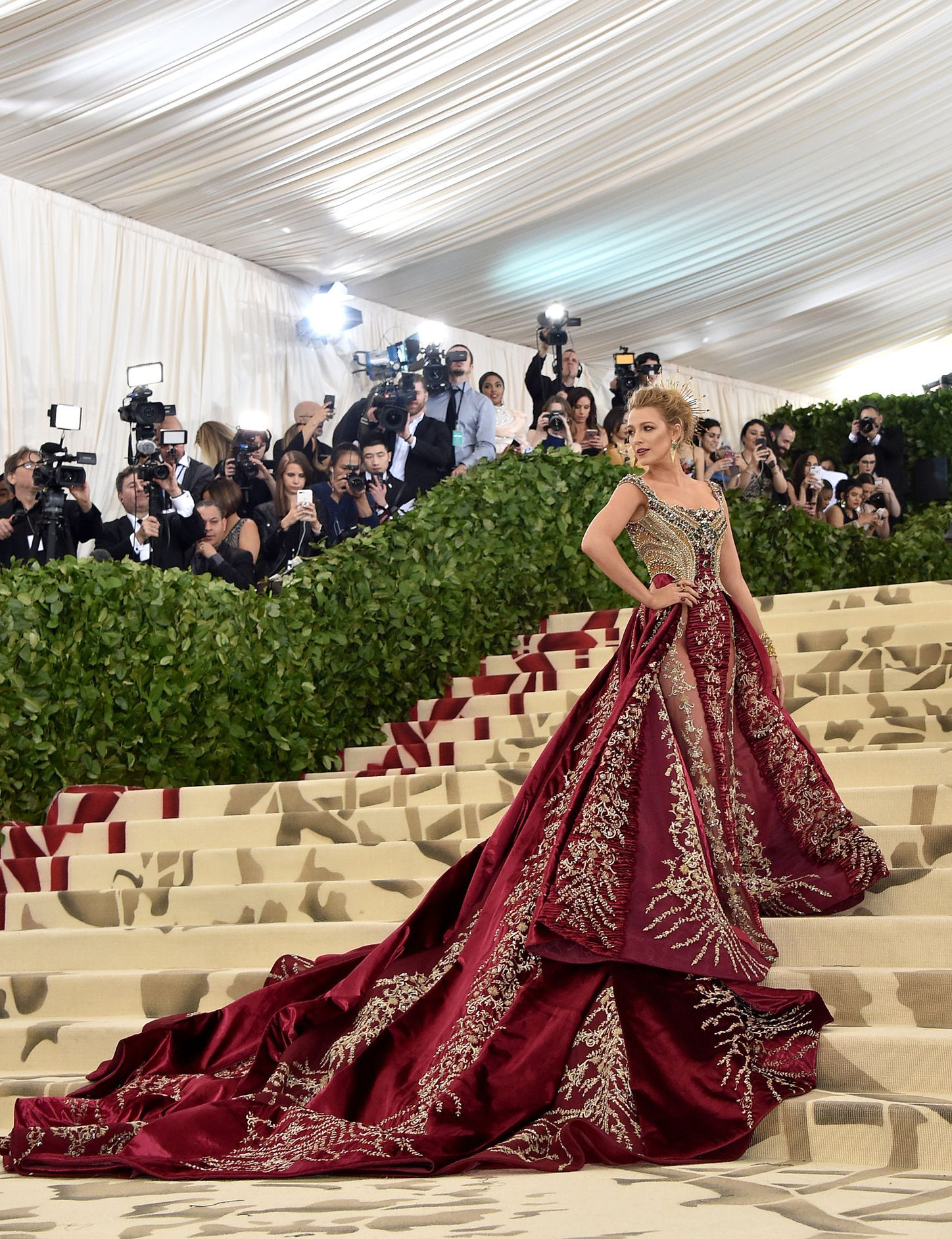 Blake Lively Versace Gown At 2018 Met Gala - Blake Lively Met Gala Dress  2018 6844a84dbc3e