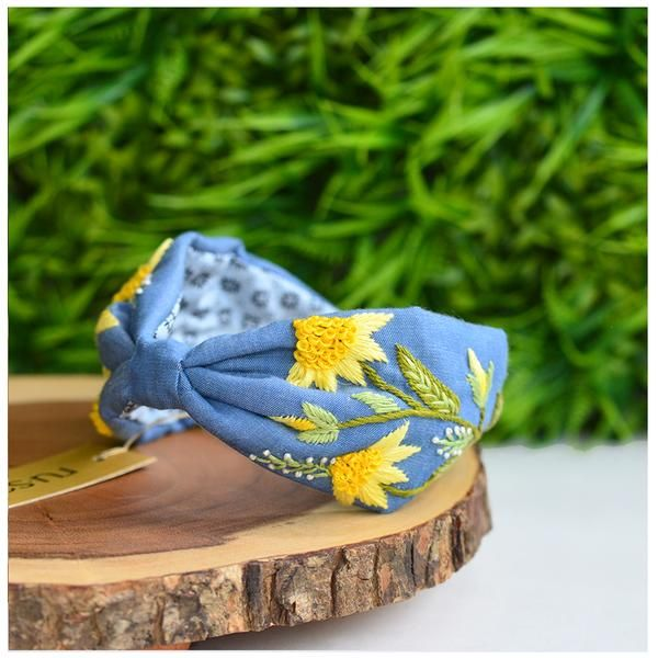 Find exclusive women's accessories like designer clutches, designer handbags multiple choices for online shopping in India which are handcrafted by Indian artisans at Rusaru!  #womenaccessories,  #designerclutches,  #designerhandbags, #delhi, #noida, #delhincr, #gurgaon, #fashion, #exclusive