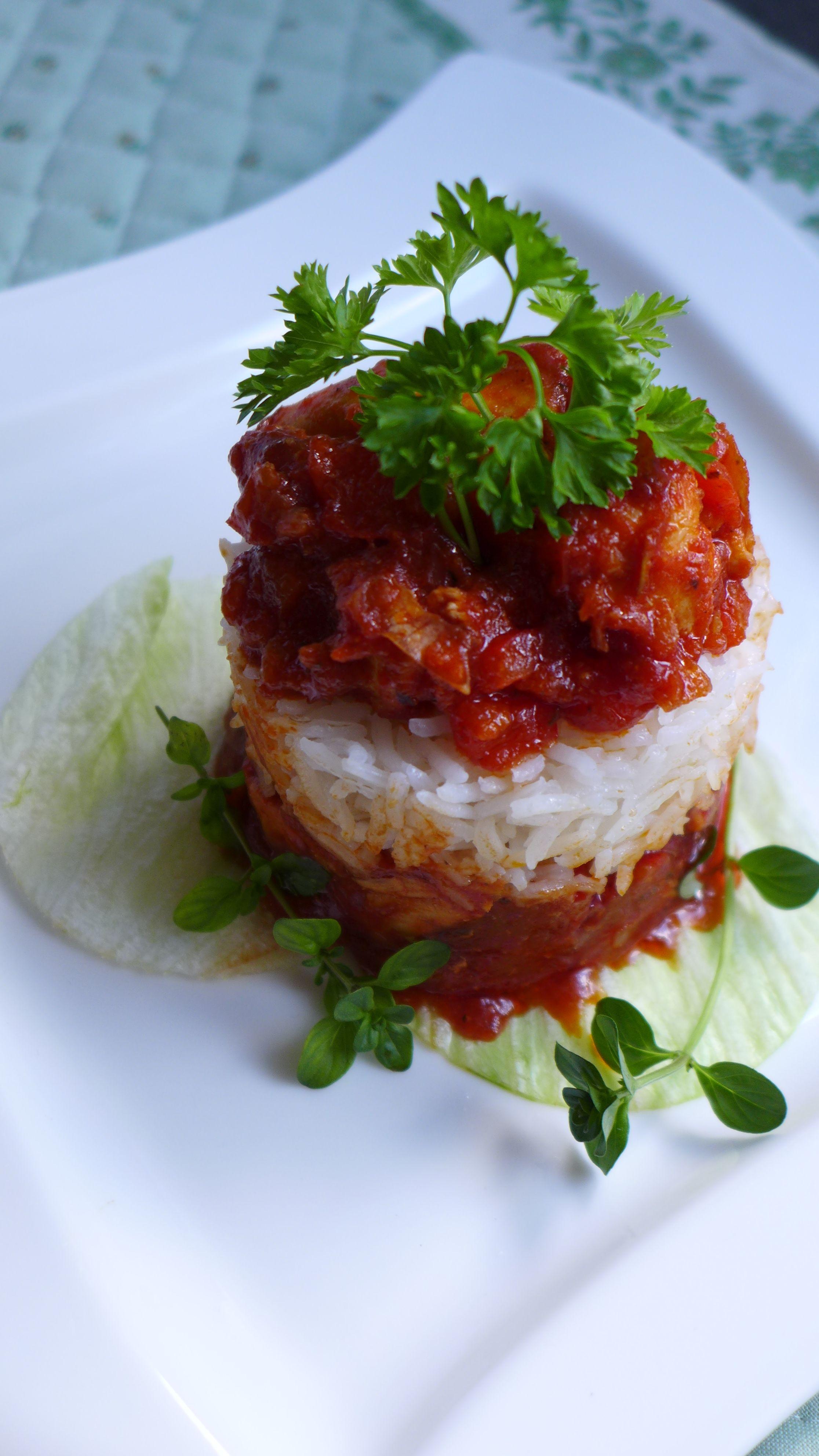 Куриная грудка в томатном соусе со специями