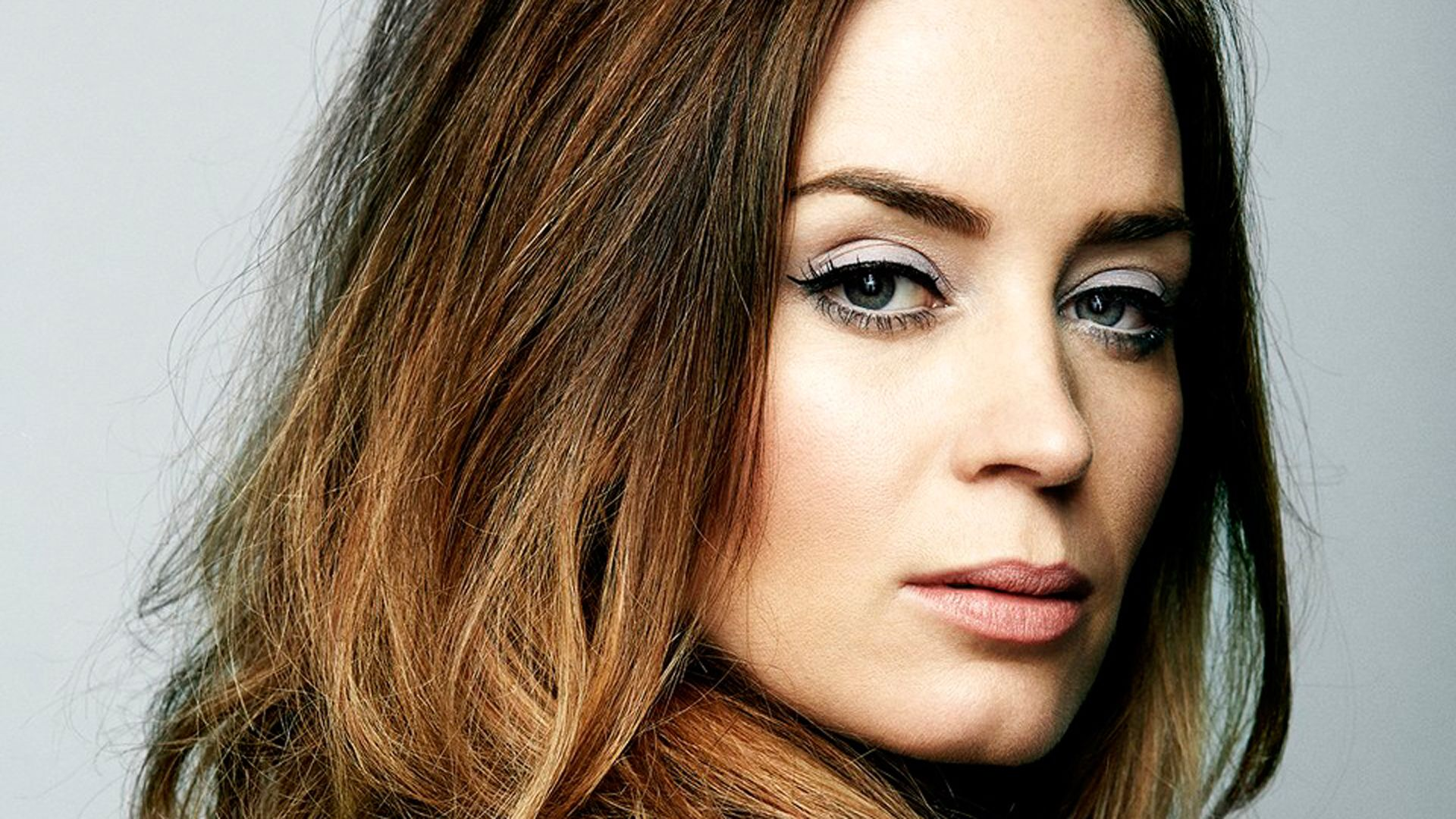 Emely Blunt She Was Great In The Movie The Girl On The Train Blunt Hair Emily Blunt Blunt