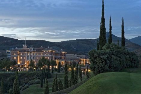 Vista nocturna del Hotel Villa Padierna. | ELMUNDO.es