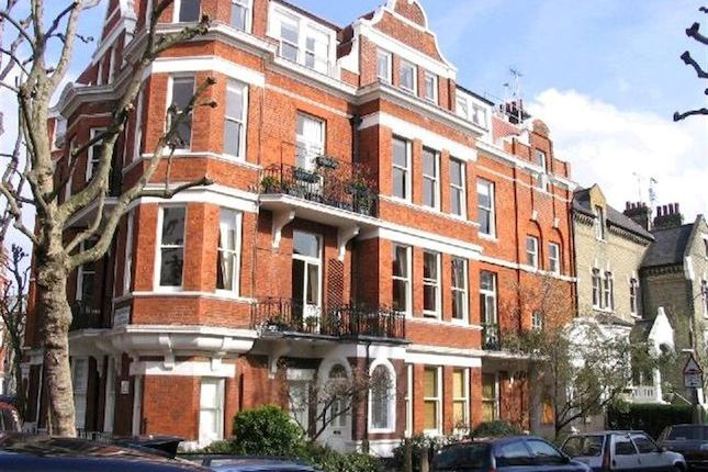 I grew up in London on the first floor of this block. I loved this flat and still dream about it.