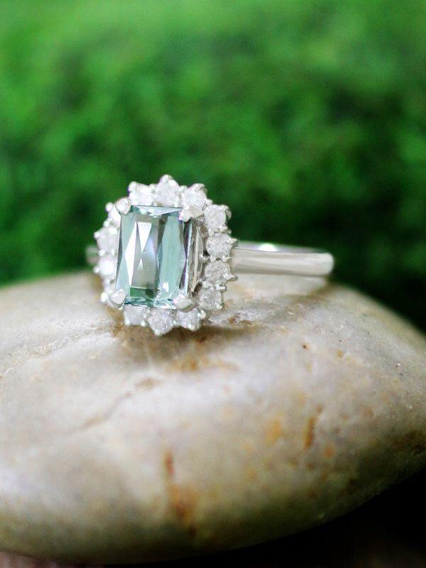 Smaragd-Schnitt Grüner Turmalin und Diamant-Verlobungsring, 14k Solid Gold von stonesandgold auf Etsy https://www.etsy.com/de/listing/167271895/smaragd-schnitt-gruner-turmalin-und
