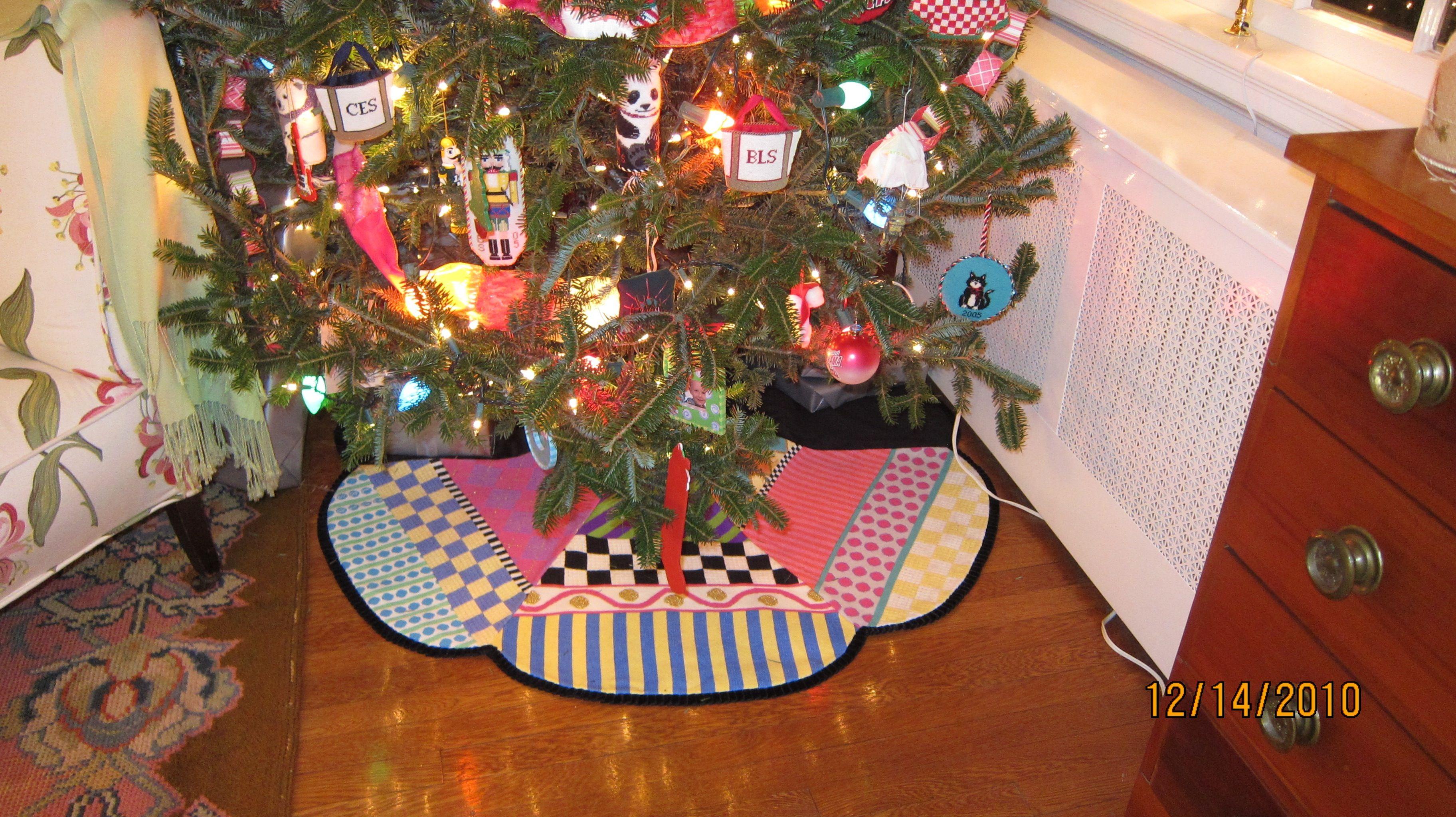 Needlepoint Tree Skirt 119