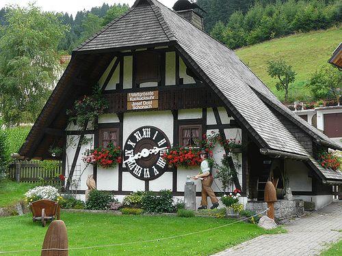 World S Largest Cuckoo Clock Cuckoo Clock Black Forest Germany Cuckoo