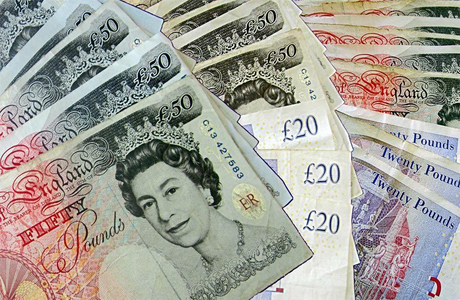 تراجع سعر الباوند بقوة كبيرة خلال تداولاته الأخيرة ليوم الجمعة الماضي ليلامس مستويات الدعم 1 3055 لتتجه التوقعات لمزيد من ا All Currency Green Cards Bank Notes
