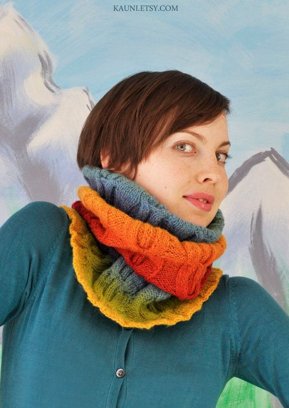 Wool knitted cowlsnood for woman from kauni yarn. por Kauni en Etsy