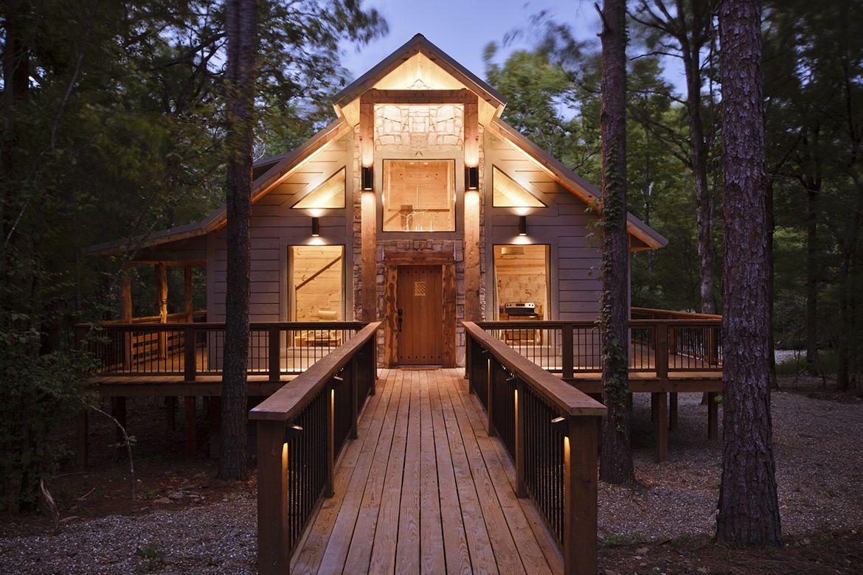 Deacon S Den Cabin In Broken Bow Ok Sleeps 4 Broken Bow Cabins Broken Bow Oklahoma Cabins Broken Bow Oklahoma