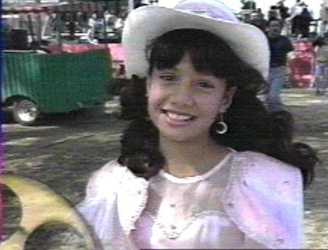 At The Age Of 14 Selena Recorded Her First Album For A Record Company Selena Quintanilla Selena Selena Quintanilla Perez