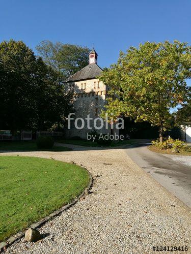 Auffahrt zum alten Steinspeicher auf dem Gut Barkhausen in Asemissen bei Bielefeld am Teutoburger Wald in Ostwestfalen-Lippe
