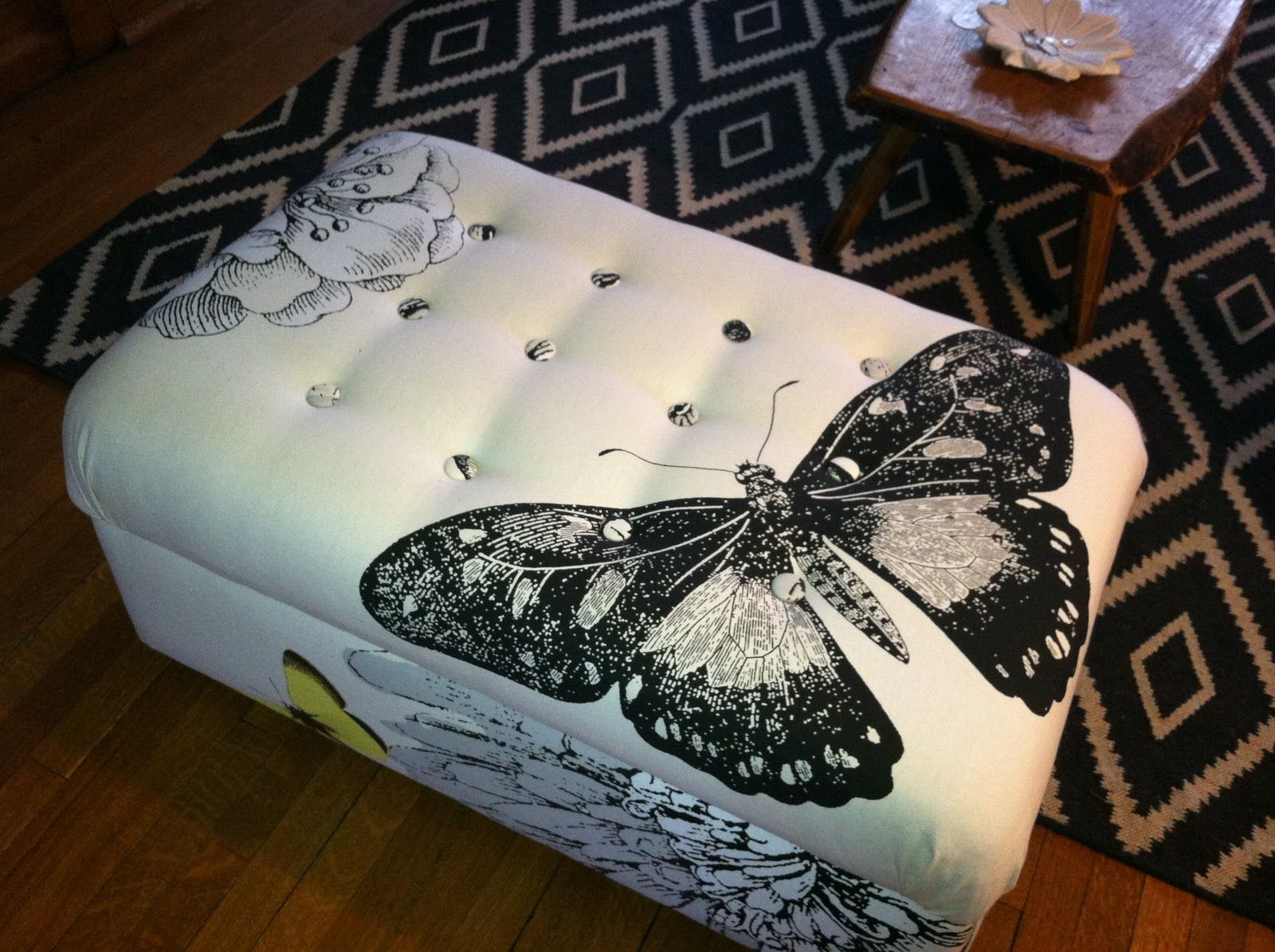 Reupholster Ottoman With Buttons