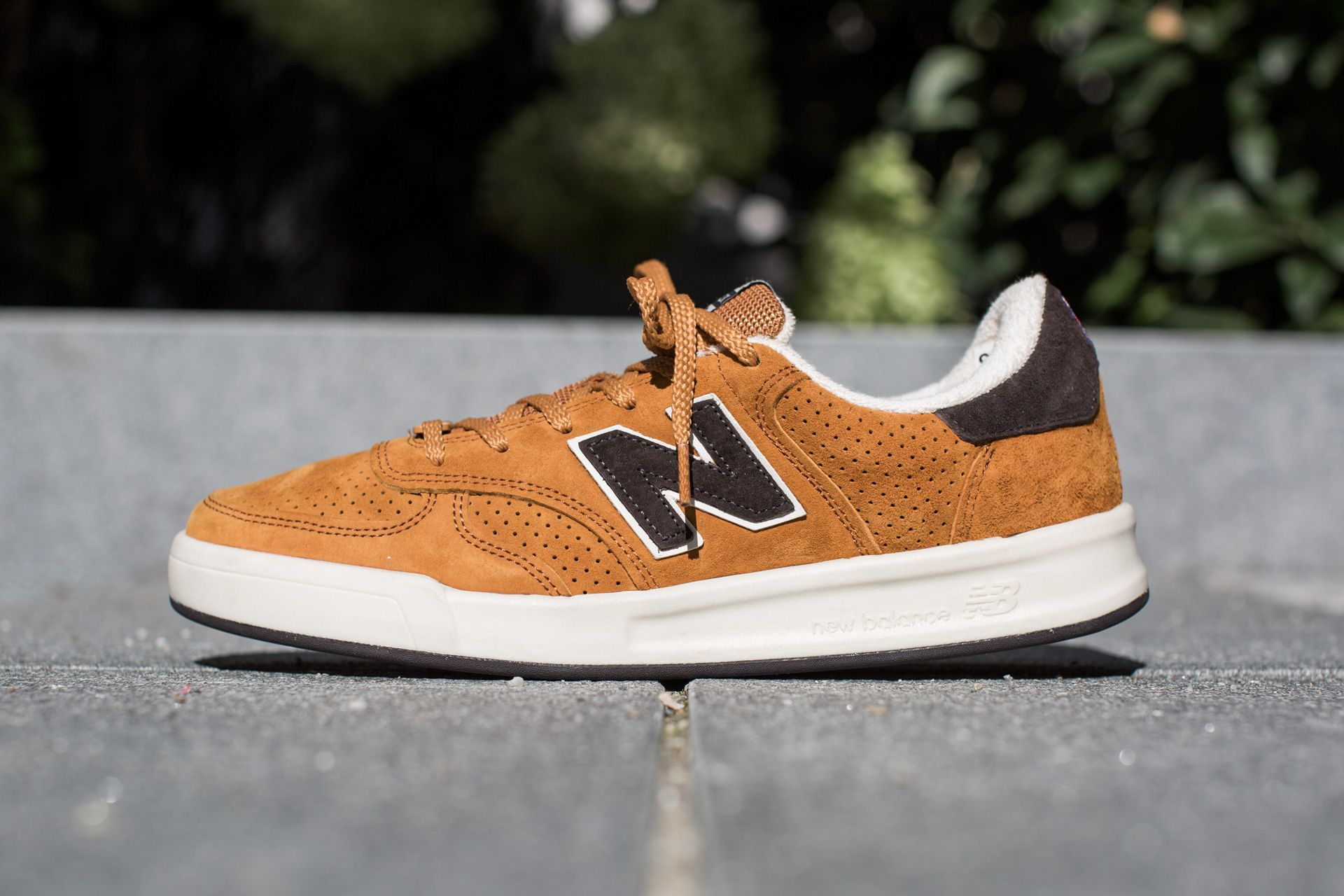 NEW BALANCE CT300 ATB 'REAL ALE PACK' TAN available at www.tint-footwear.com/new-balance-ct300-atb new balance made in england real ale pack tan leather retro tennis sneaker tint footwear studio munich
