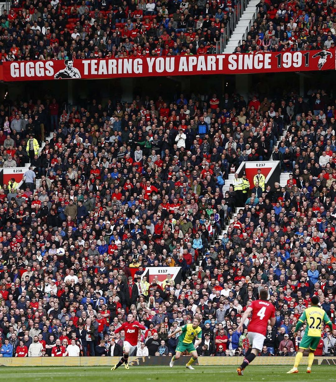 Man United 4 0 Norwich Red Devils Record Easy Win As Ryan Giggs Makes Managerial Bow Manchester United Football Club Ryan Giggs Manchester United Football