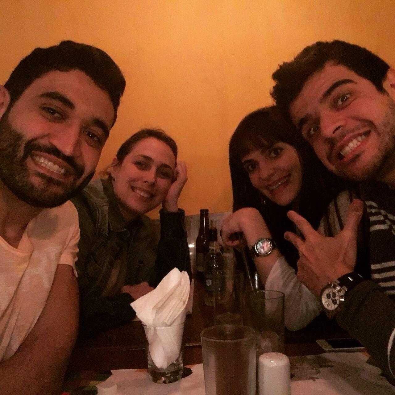 E pra comemorar uma semana repleta de notícias incríveis, bora matar as saudades deles, os mais especiais! Por que rir é bom demais!  #baruk #jantar #amigos #domingando #comidaarabe