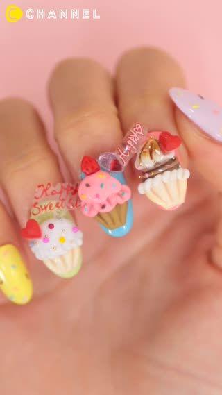 ポップなカップケーキネイル♡ネイルパーツが可愛すぎる\u2026!