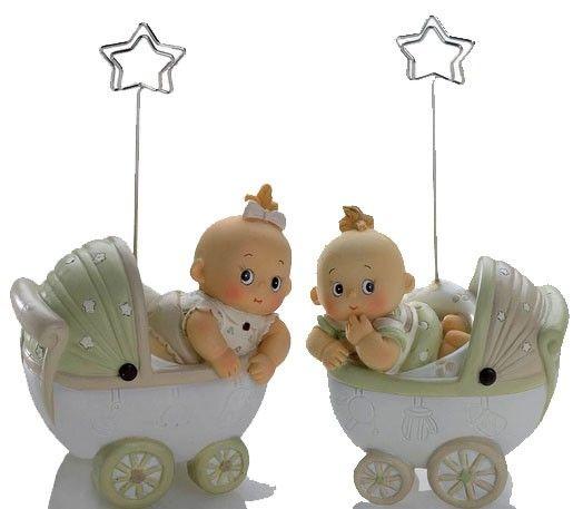 Detalles para bautizo, clip portafotos cochecito bebés. Incluye tarjeta blanca precortada, personalizada con nombre y fecha.  Medidas: 7 cm