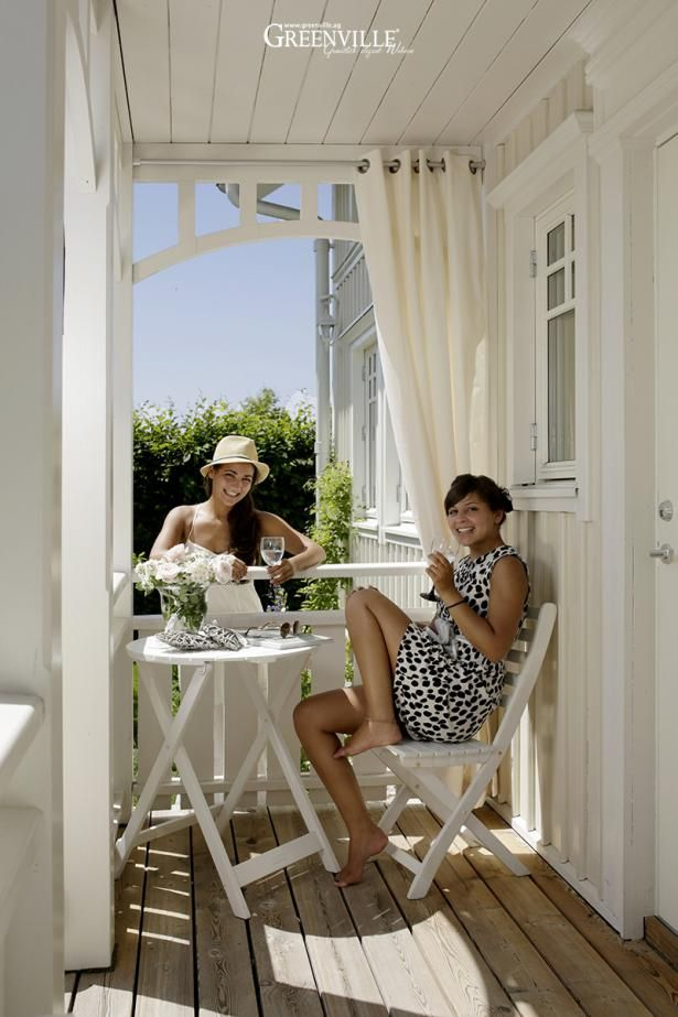 mit outdoor vorh nge sorgen sie f r gem tlichkeit auf ihrer veranda und sch tzen sich hiermit. Black Bedroom Furniture Sets. Home Design Ideas