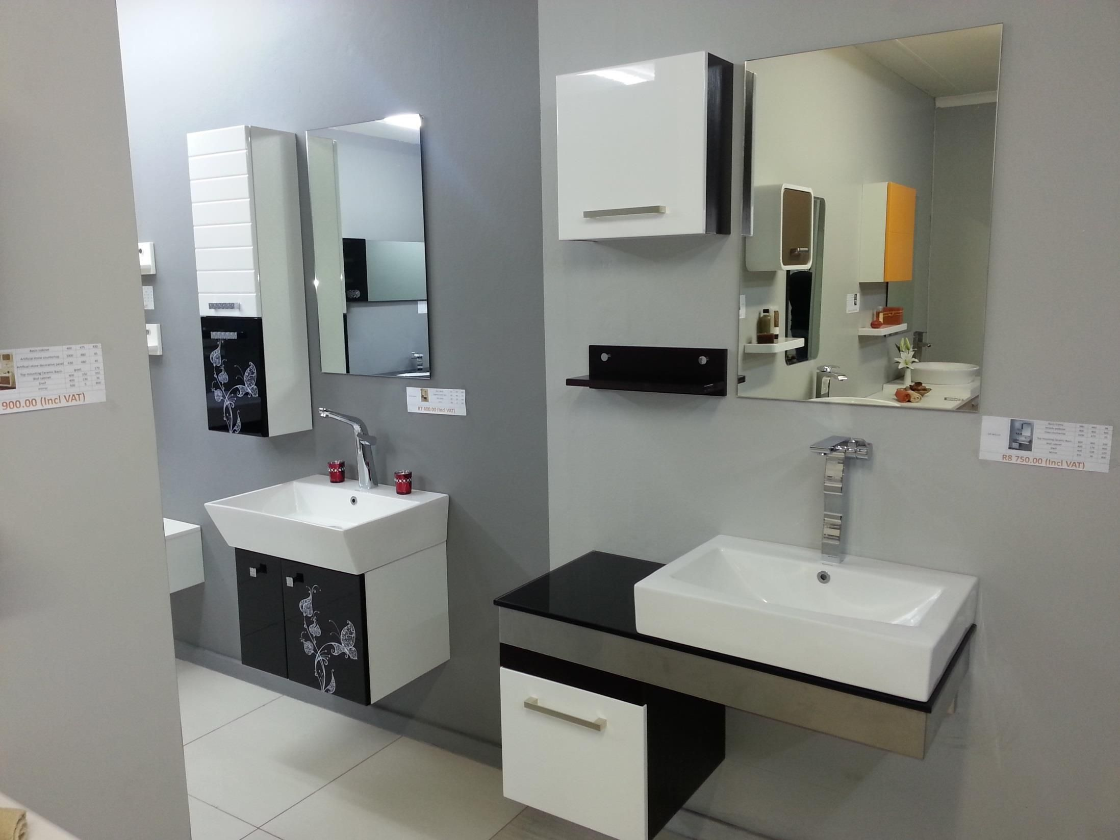 White high gloss lacquer bathroom design from