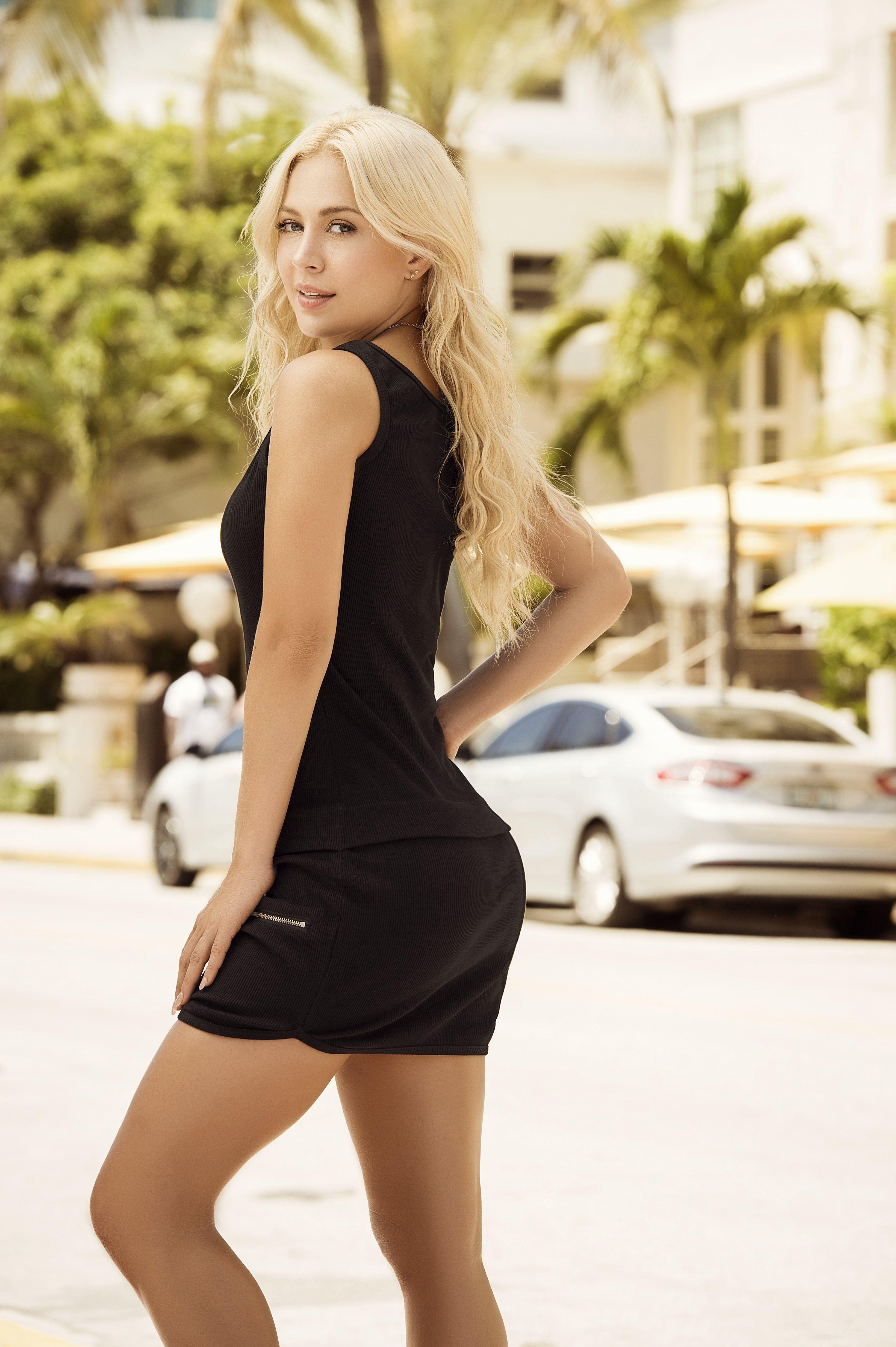 Lina Posada Mapale Resort 2018 Model Fashion Lady