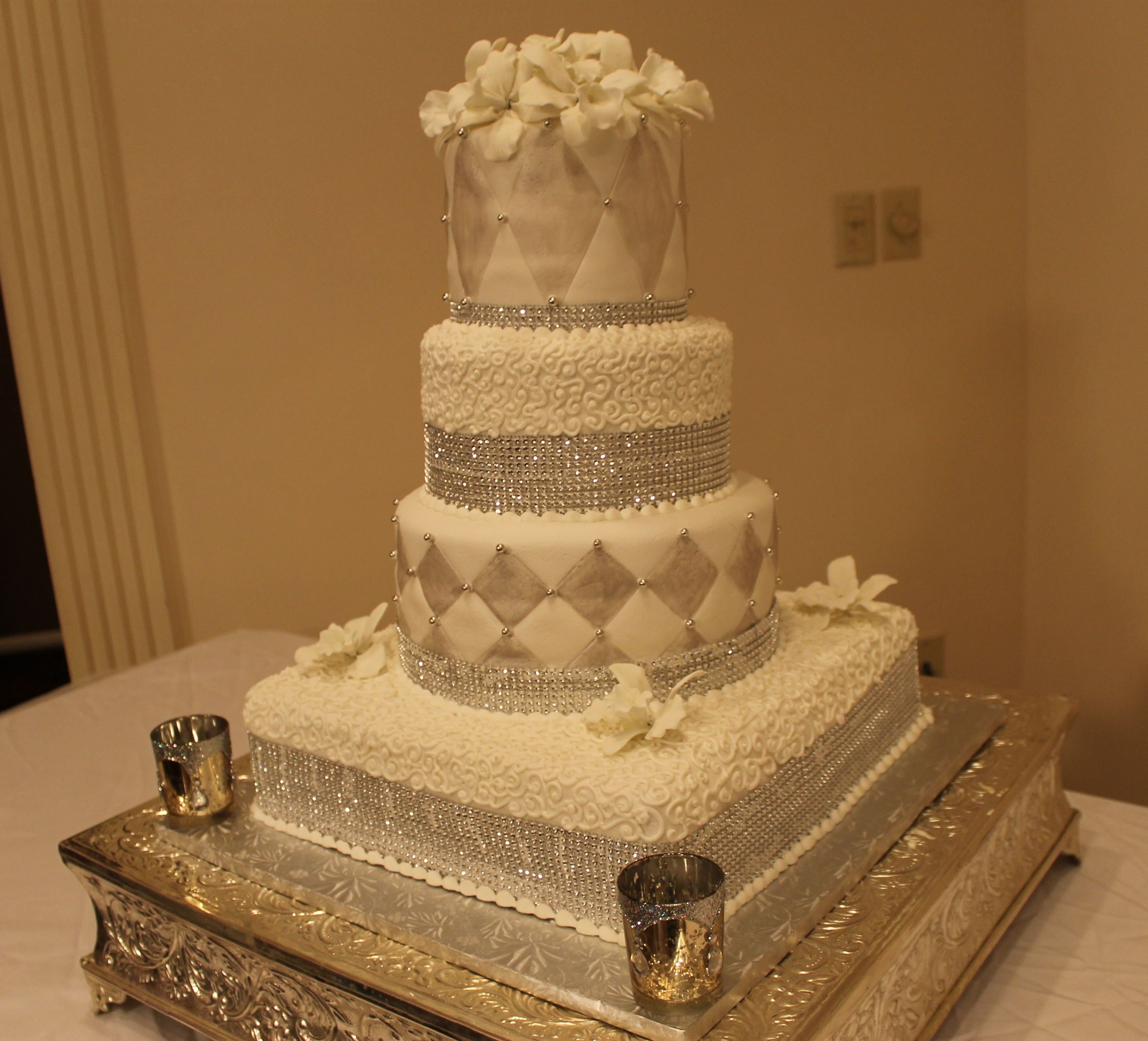 Disney wedding dresses jasmine  Can you believe this weddingcake was created by a hobby baker