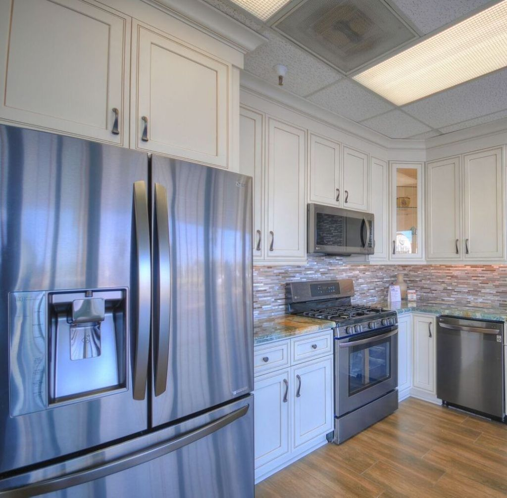 This Kitchen Highlights White Shaker Style Cabinets Granite Cou Stainless Steel Kitchen Appliances Kitchen Cabinets And Countertops Black Stainless Appliances