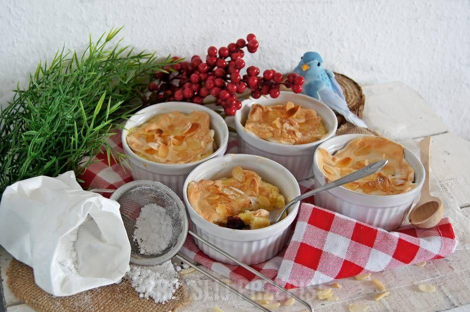 Grysikowo- migdałowa zapiekanka z owocami pod bezową pierzynką
