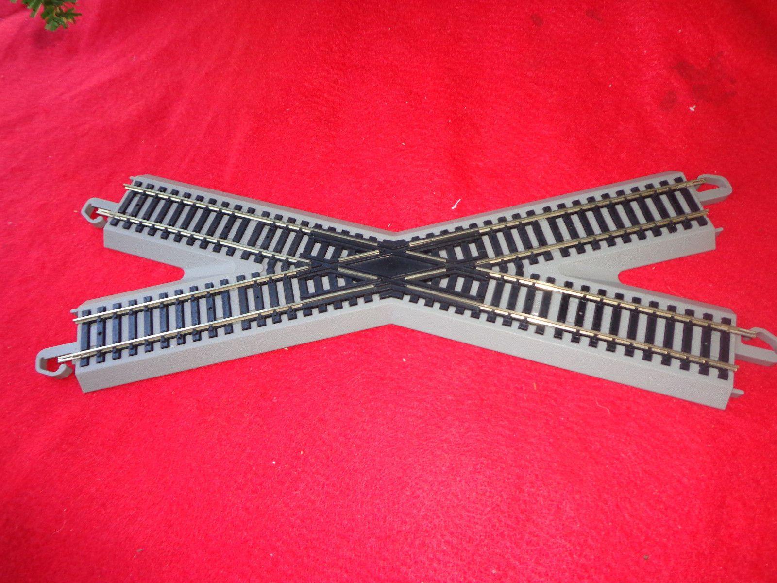 HO SCALE MODEL RAILROAD TRAIN LAYOUT BACHMANN EZ TRACK