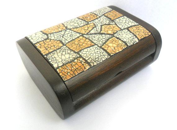 bo te en bois bois bo te avec coquille d 39 oeuf par woodcarvingart cartonnage pinterest. Black Bedroom Furniture Sets. Home Design Ideas