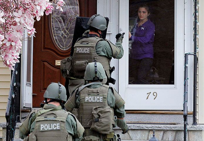 24 Hours In Pictures With Images Police Swat Federal Prison