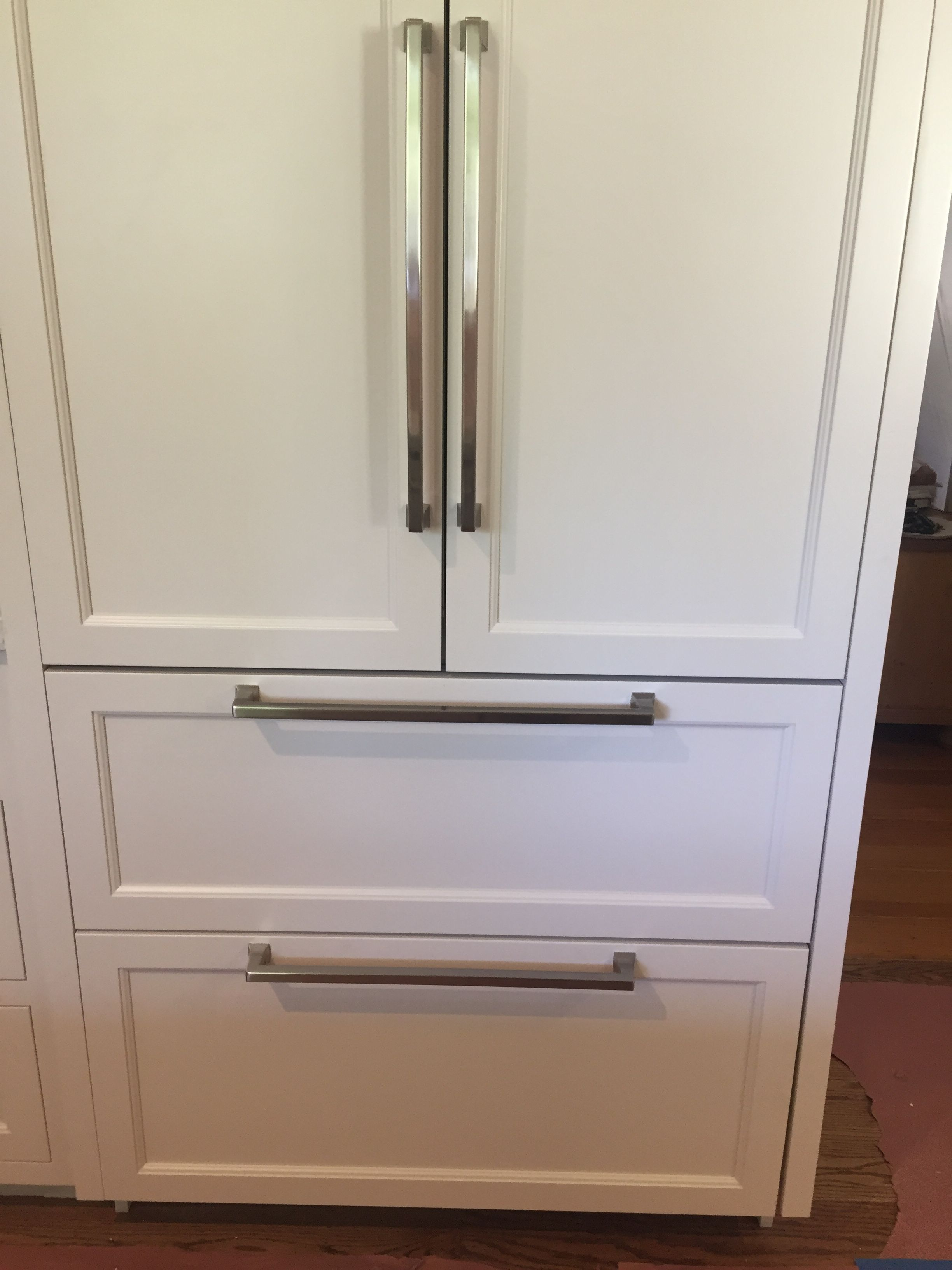 Emtek Alexander Appliance Pulls These Appliance Pulls Are All I Hoped For Great Cla Inexpensive Kitchen Remodel Cheap Kitchen Remodel Simple Kitchen Remodel