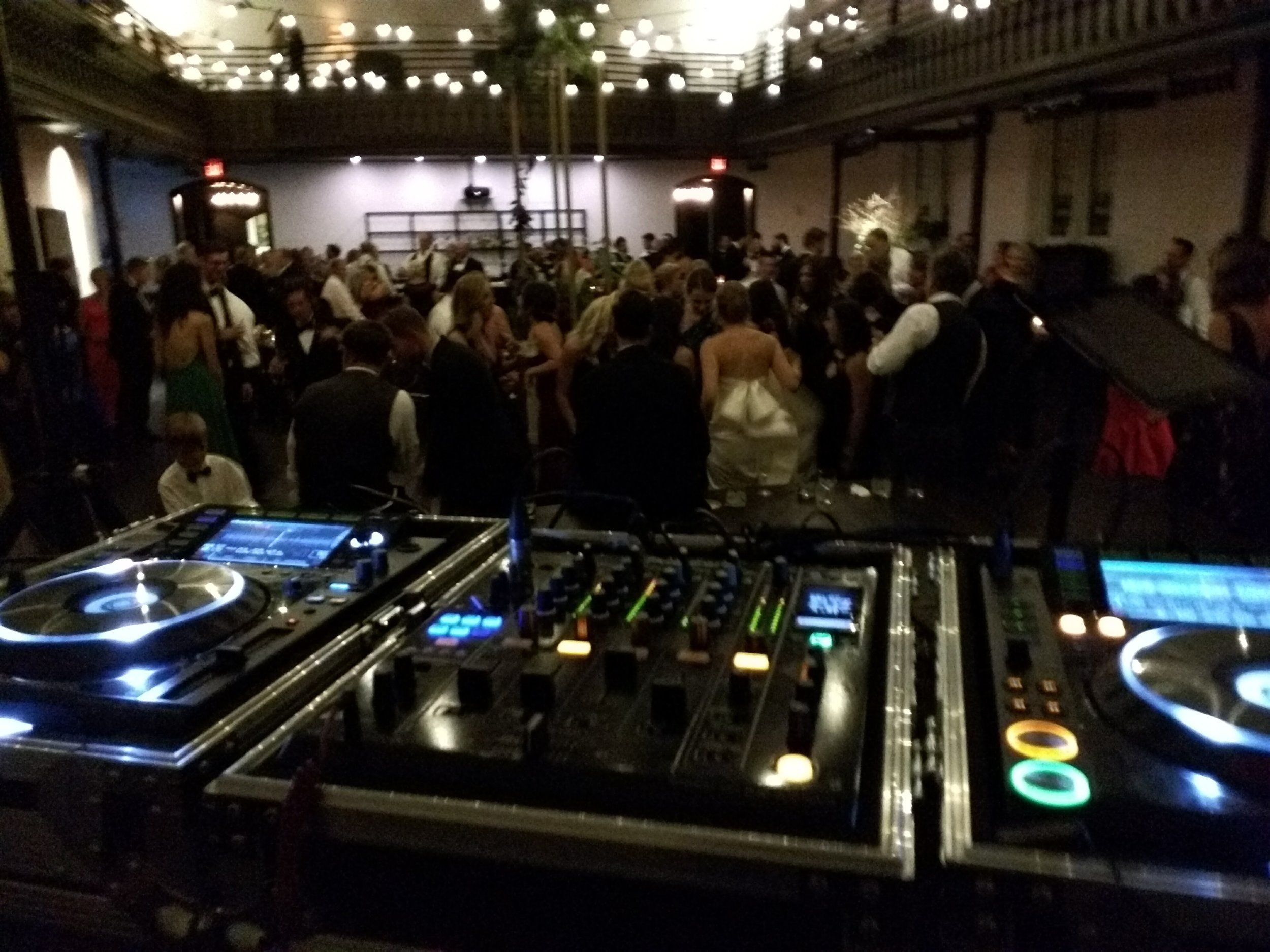 performs for Cincinnati Wedding at historic Transept (With