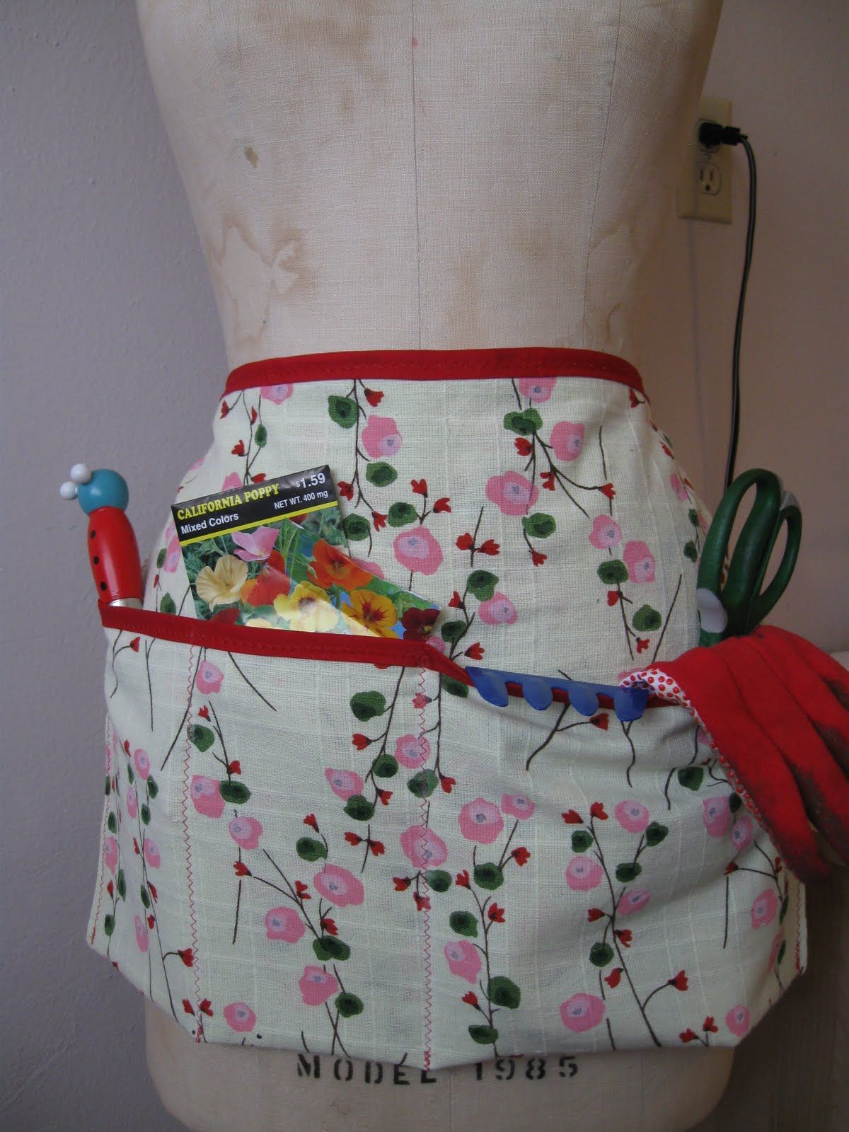 Garden aprons | Mother's Day Gardening Apron with Tutorial