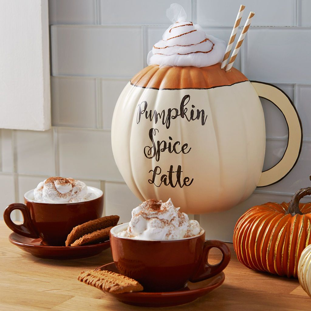 use a half pumpkin to easy create this diy pumpkin spice latte wall decor so - Pumpkin Decor