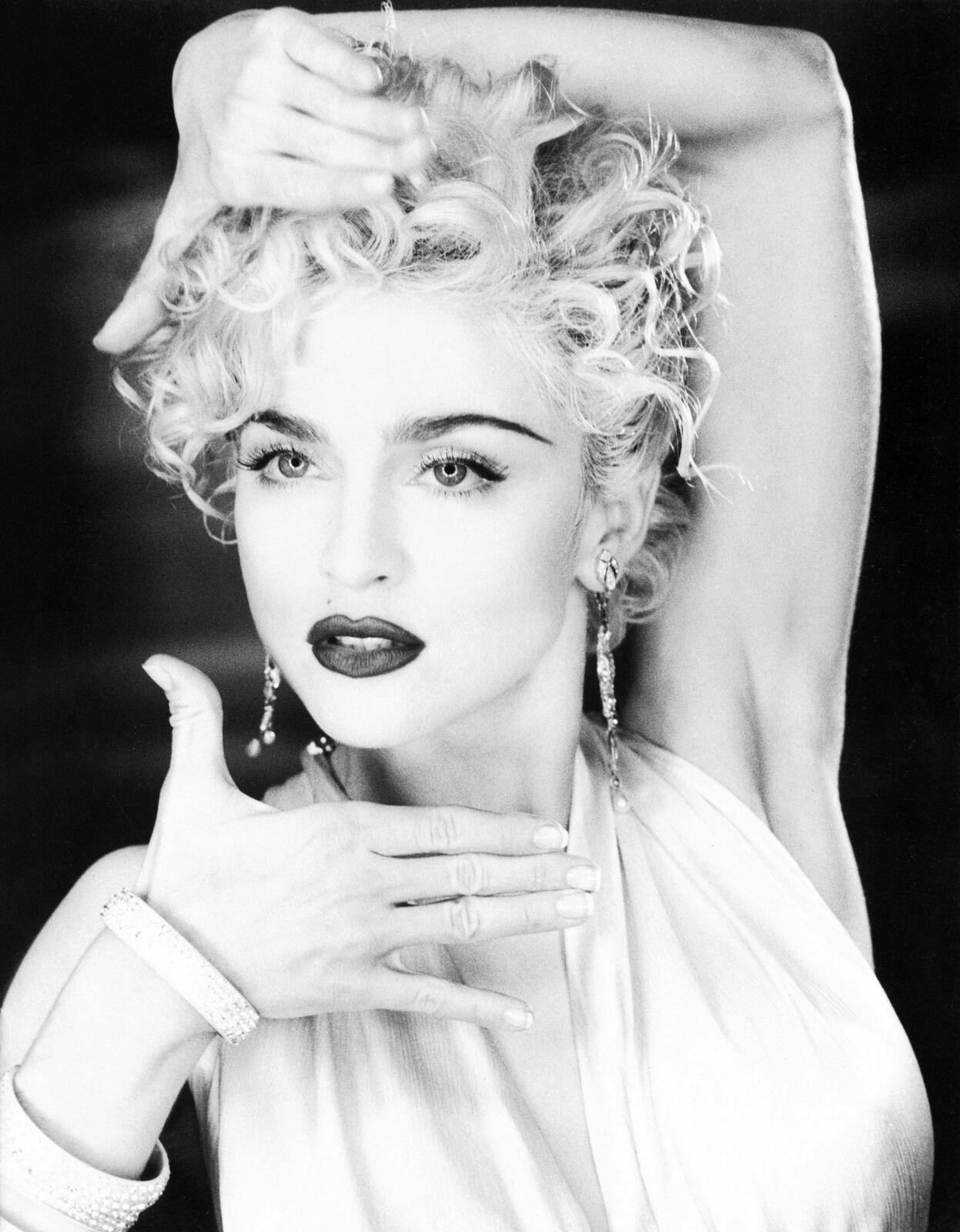 Madonna Black And White : madonna, black, white, Madonna, Black, White, Vogue, Vogue,, Madonna,, Poses