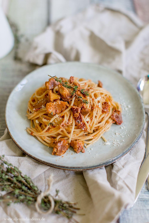 Spaghetti mit frischen Pfifferlingen in Tomaten-Sahne-Sauce
