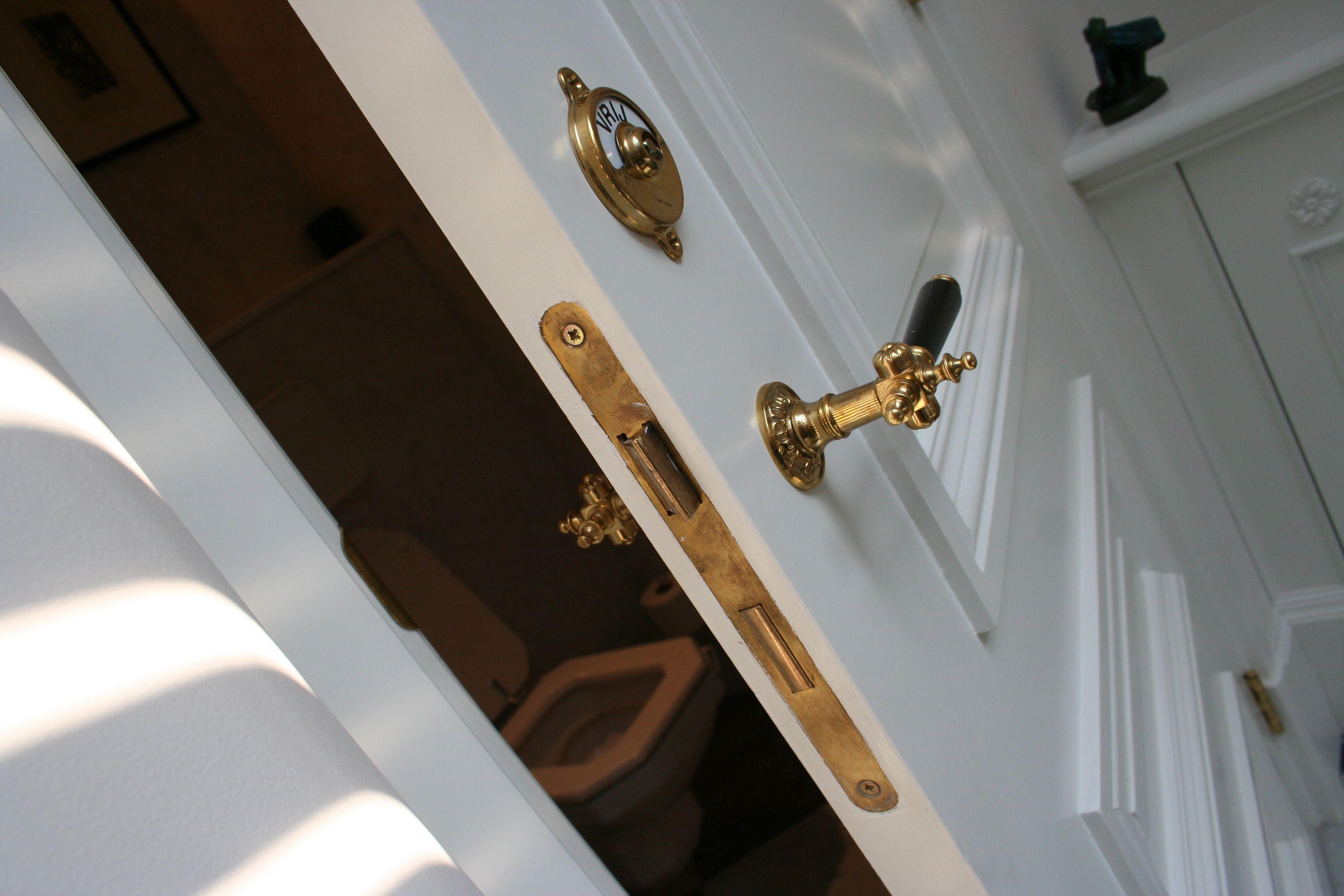 Zwarte Klassieke Deurkrukken : Wf weijntjes deurkruk messing recht klassiek zwarte greep 8425 en